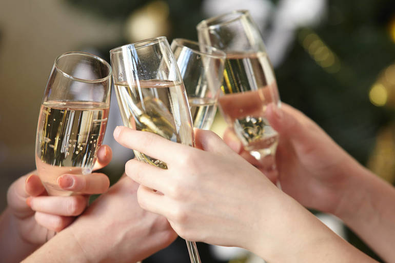 Raise Your Glass to a Brand New Year with Mo' Soul at the Oakley Kitchen and Cocktails in Nutley