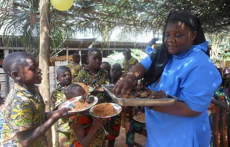 Outreach - Cameroon Orphans - Sitser Jane and the orphans - 9c05ac_6eeca75a747e4ae59de638e76af5306d.jpg