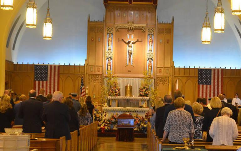 Parenti Church inside.png