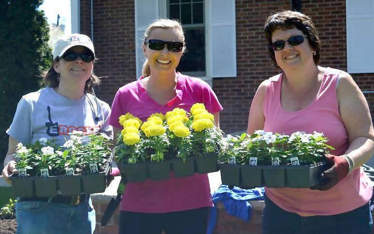 Rose Gardening.png