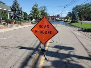 Carousel image a593457b536dc7d3a302 ec5b3f116d7a059a7bee road flooded