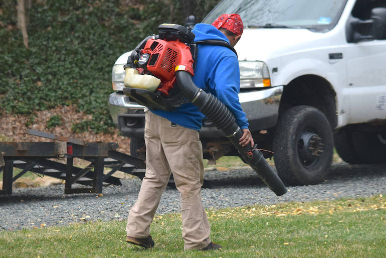 Summit OKs Pilot Program Banning Use of Gas-Powered Leaf Blowers for 3 Months