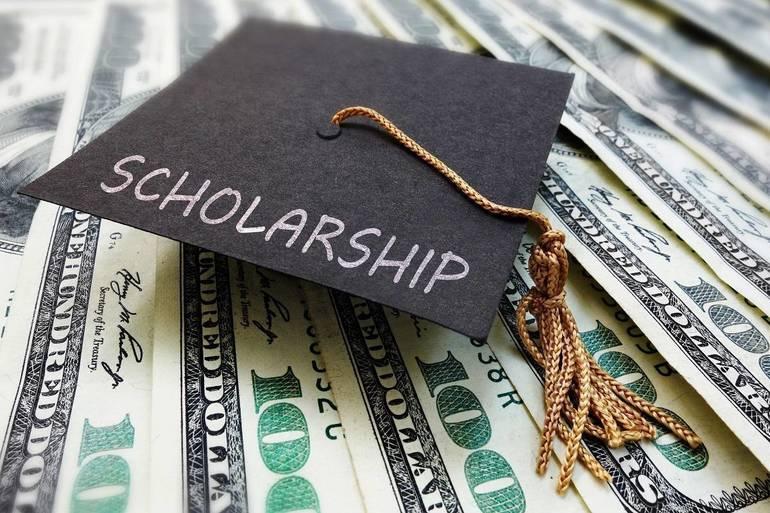 Scholarship shutterstock_767158405.jpg