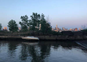 Wrecked sailboat in Weehawken Cove