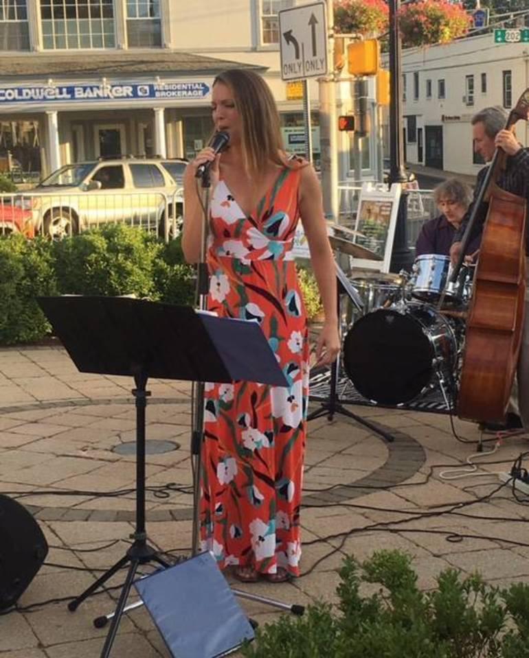 Basking Ridge singer draws a crowd in Bernardsville