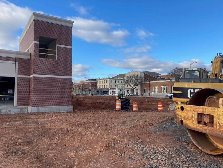 Somerville: Main Street Parking Deck First Phase of 5-Story Edge II