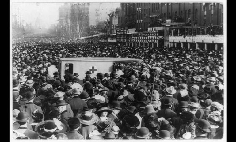 Suffragists march on Washington 1913.png