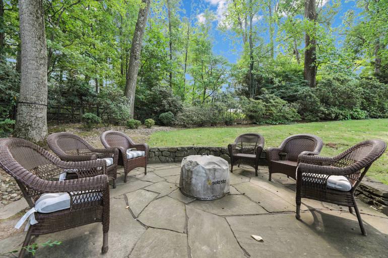 86 Druid Hill Road, Summit, NJ: $1,575,000