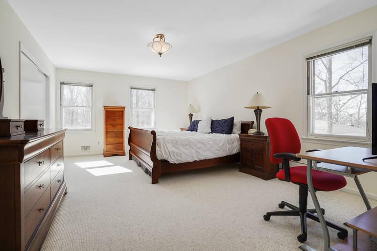 Spacious 5 Bedroom Colonial!