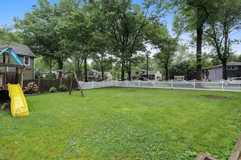 2 Ascot Way, Summit, NJ: $659,000