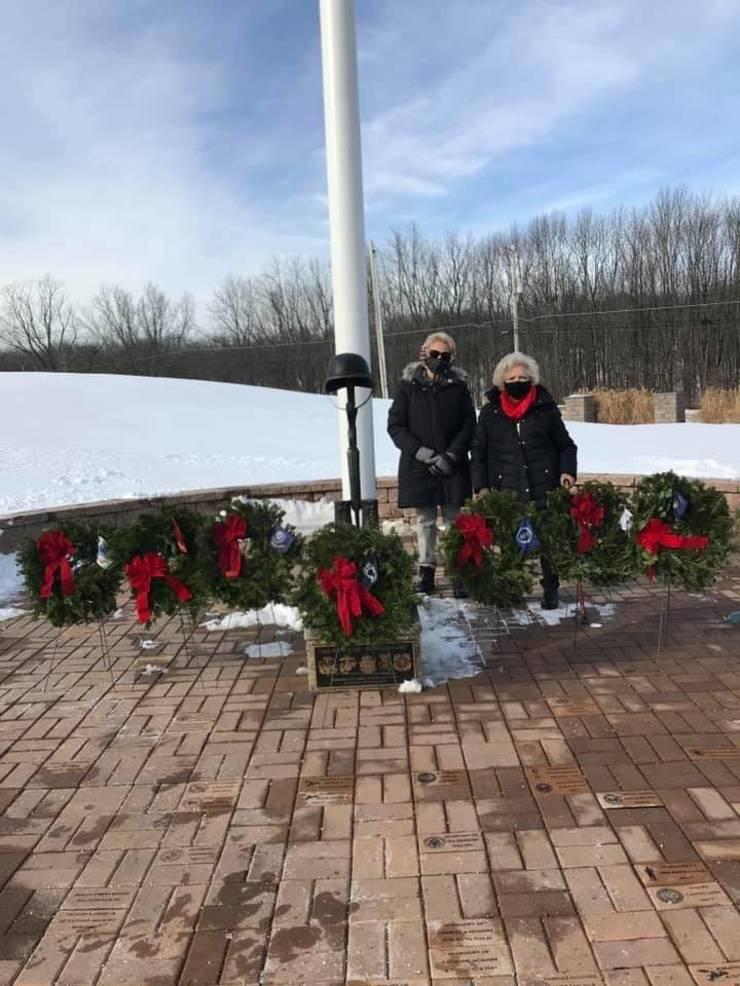 Sparta Women's Club Participates in Wreath's Across America