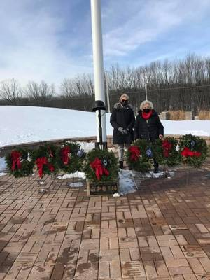 Sparta Women's Club Participates in Wreath's Across America