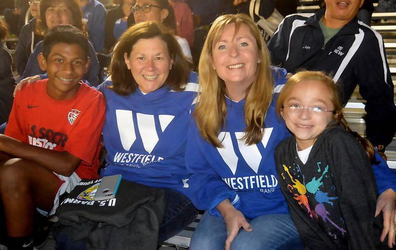 Westfield crowd.png